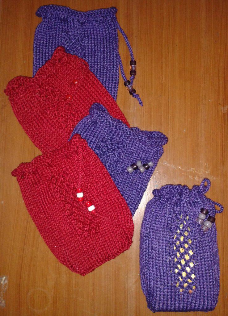 Diamond Pane Window Tarot Bag shown in Cascade Yarns colors 3713 Wine (red), 3708 Regal (purple).